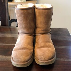 UGG classic Short boot size 8